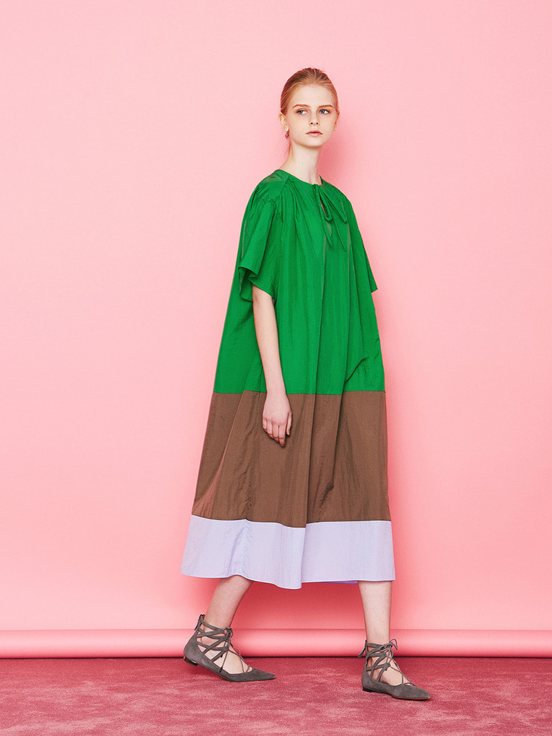 COLOR BLOCK MAXI DRESS. GREEN