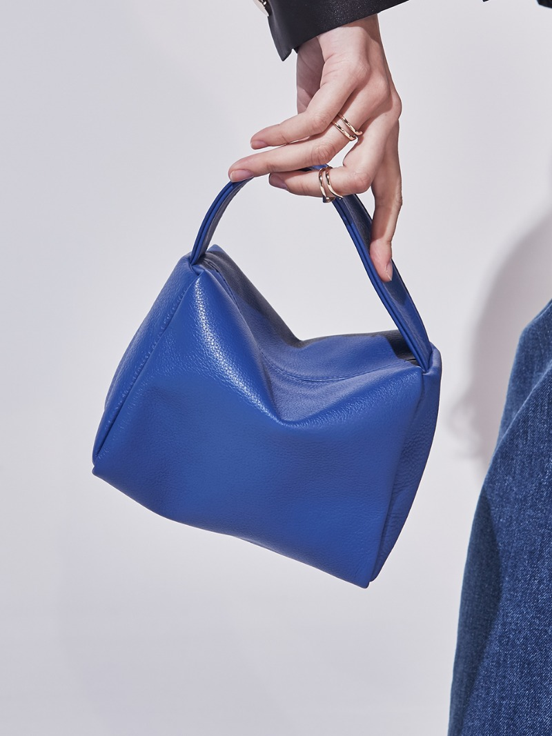 NANO VALERIE COURRIER. BLUE [LEATHER: CALFSKIN]