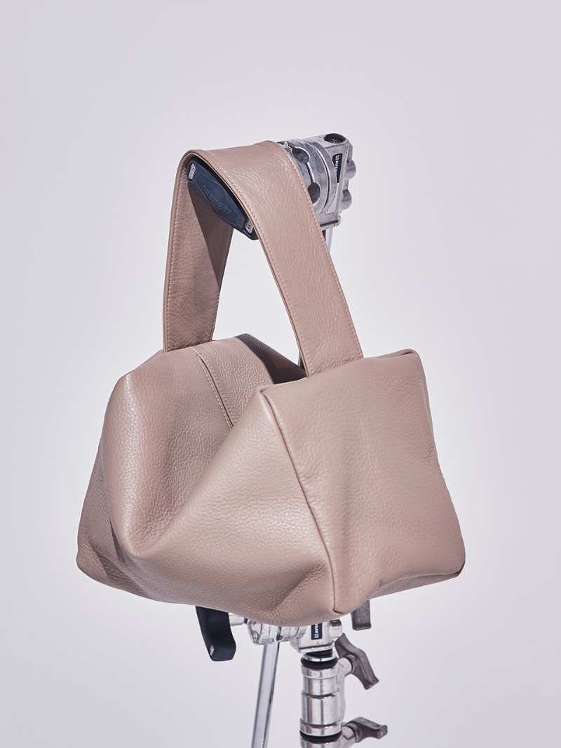 PETIT VALERIE COURRIER. WARM GREY [LEATHER: CALFSKIN]